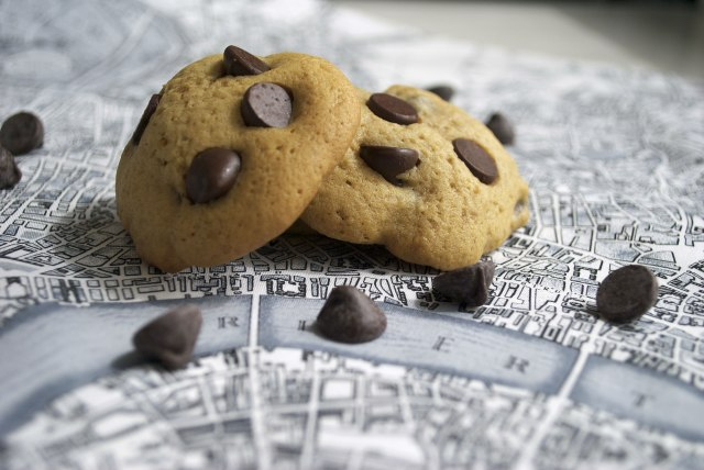 Chewy Chocolate Chip Cookies by ohmyomiyage