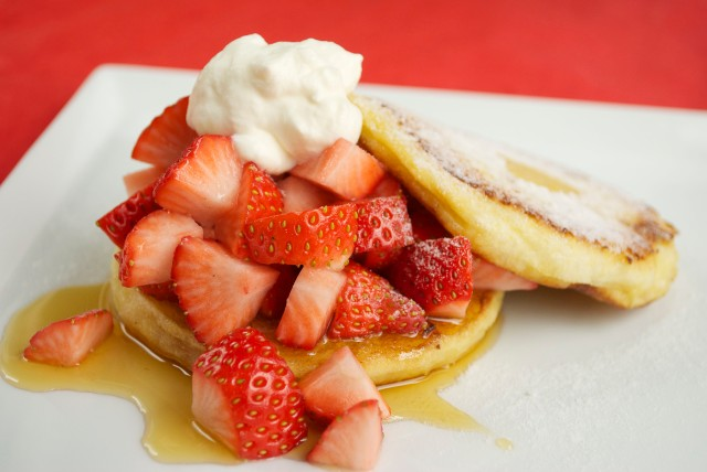 English-Muffin-French-Toast Filled with Strawberries